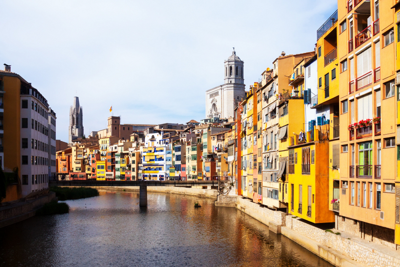 Spain travel guide Girona River Onyar