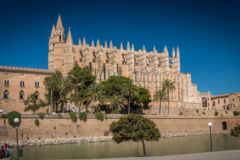 spain holiday guide palma majorca cathedral
