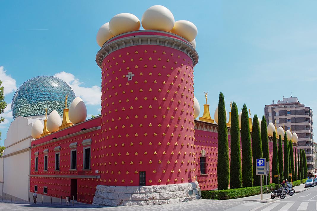 Dali Triangle-Figueres Dali Theatre Museum