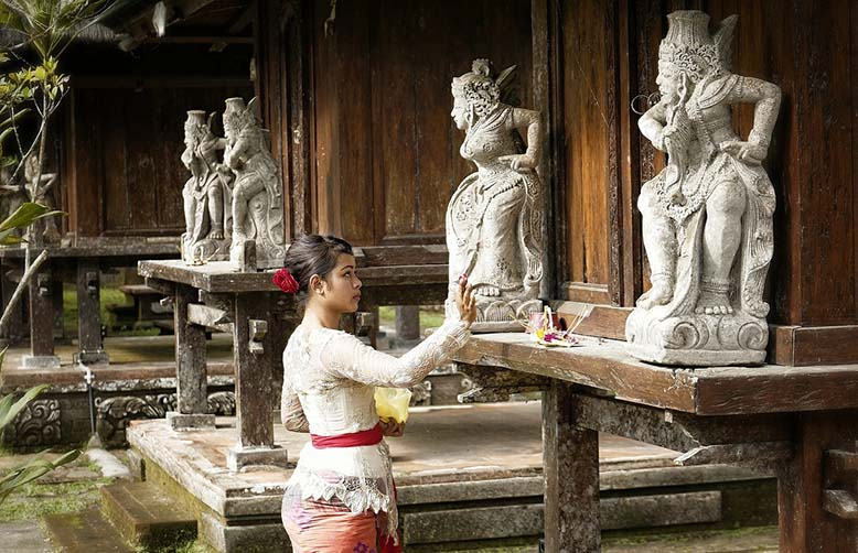 Balinese woman offerings to Gods