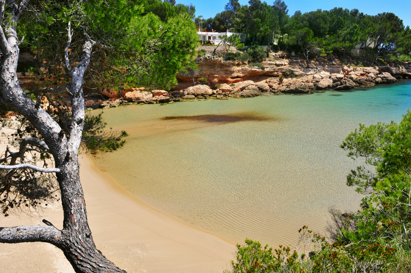 https://travelinspires.org/wp-content/uploads/2014/04/LAmetlla-de-Mar-Spain-Things-To-Do-Cala-Calafato-beach-Ametlla-de-Mar.jpg