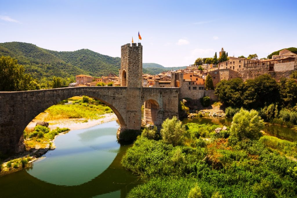 https://travelinspires.org/wp-content/uploads/2015/02/Besalu-Spain-Medieval-Town-Catalonia-1024x682.jpg