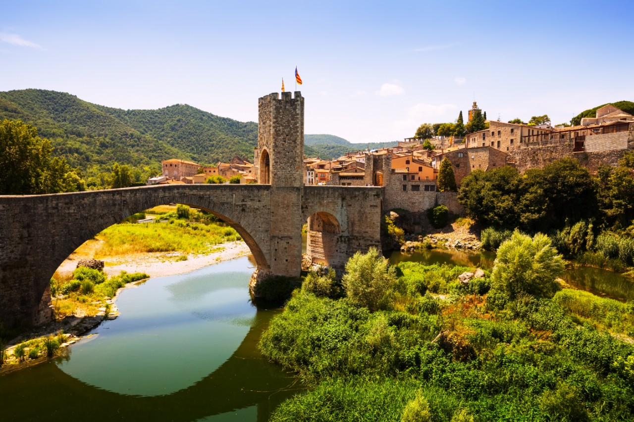 https://travelinspires.org/wp-content/uploads/2015/02/Besalu-Spain-Medieval-Town-Catalonia.jpg