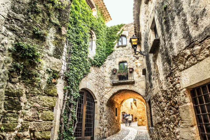https://travelinspires.org/wp-content/uploads/2016/02/Pals-Spain-things-to-do-picturesque-medieval-village.jpg