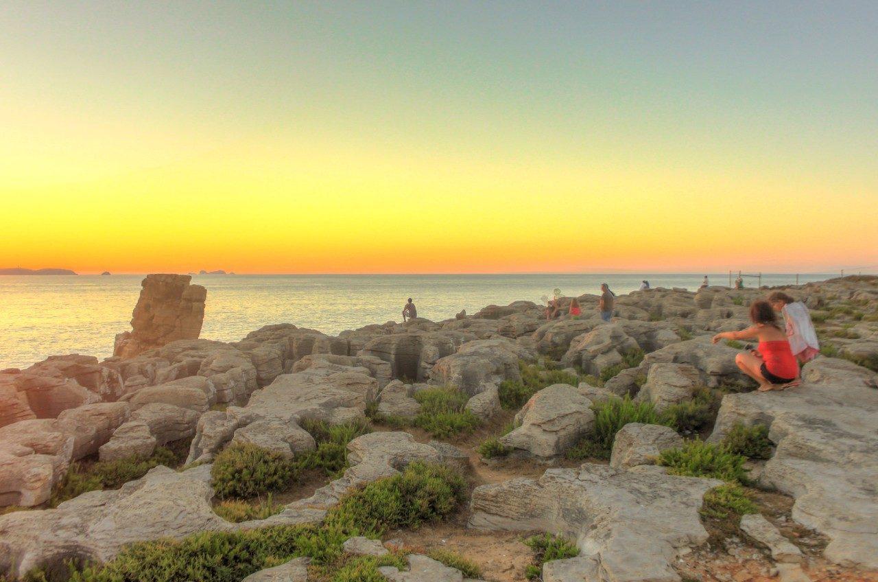 https://travelinspires.org/wp-content/uploads/2017/09/Peniche-sunset-silver-Coast-Portugal-1280x848.jpg