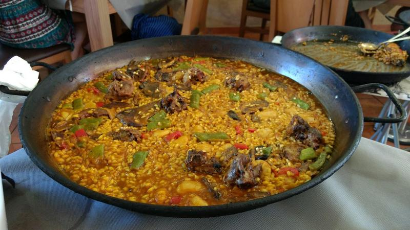 Barcelona travel guide paella