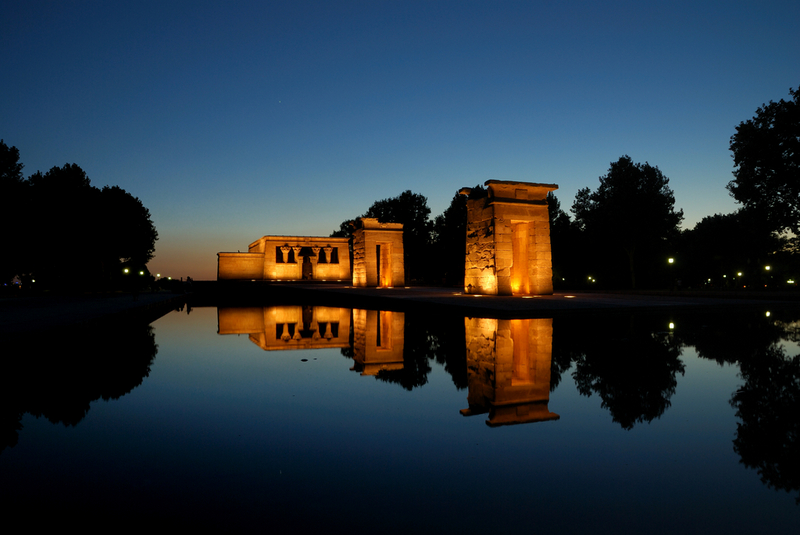 Community of Madrid Spain travel guide-temple of Debod at night