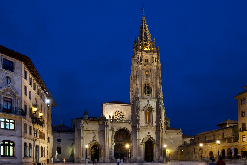 Spain travel guide Oviedo cathedral Asturias