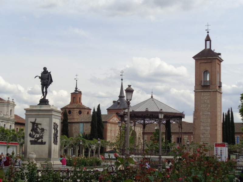 Spain travel guide community of Madrid-Alcalá de Henares statue of Cervantes