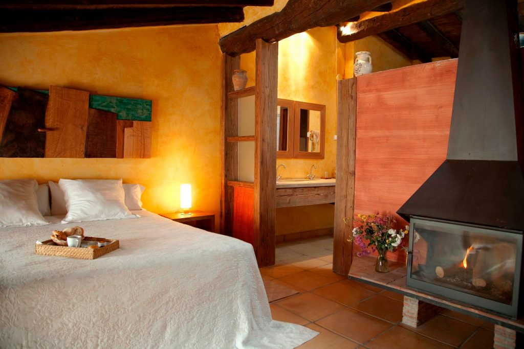 Castellon Wine Route El Jardin Vertical Vilafames guest room