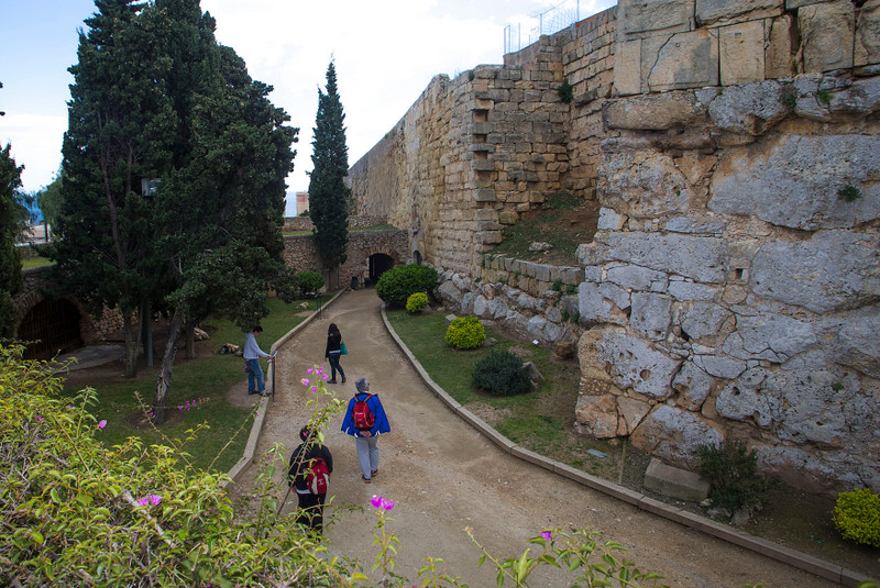 Tarragona archaeological promenade walls