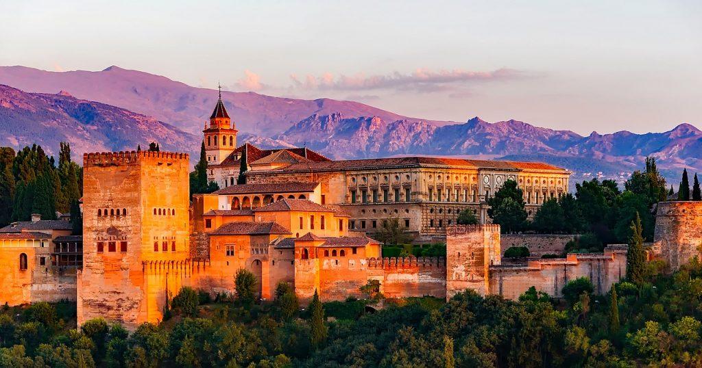 https://travelinspires.org/wp-content/uploads/2018/10/Granada-Spain-Travel-Guide-1024x538.jpg