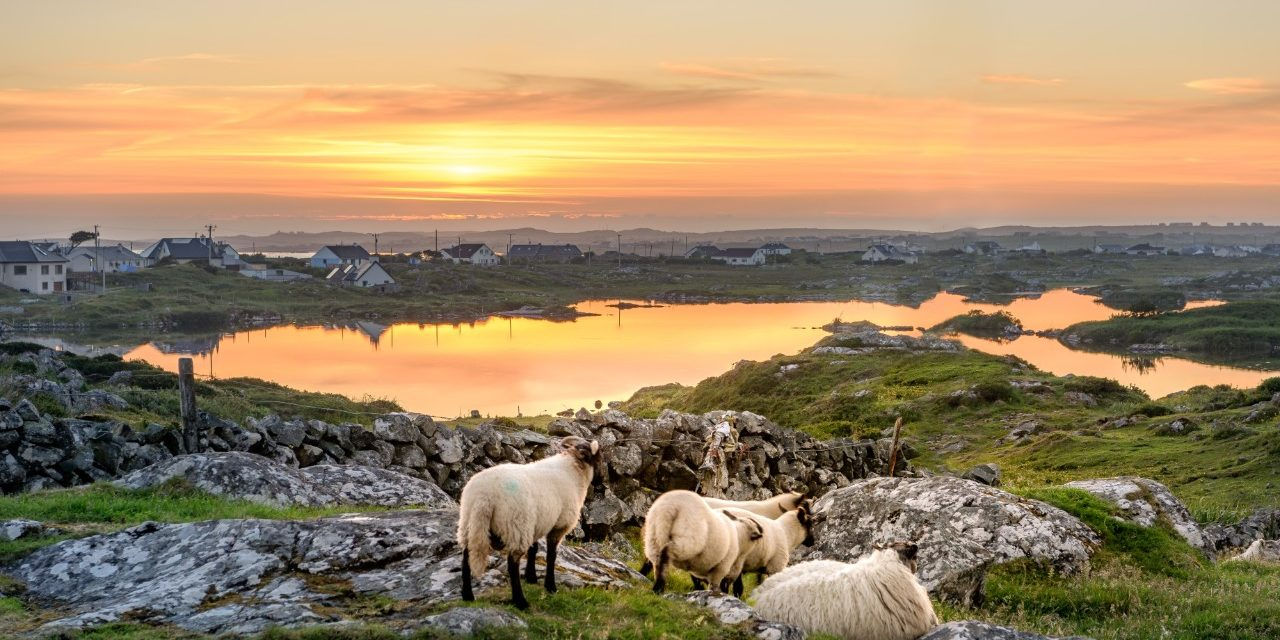 https://travelinspires.org/wp-content/uploads/2019/02/Clifden-Roundstone-and-Connemara-in-Ireland-1280x640.jpg