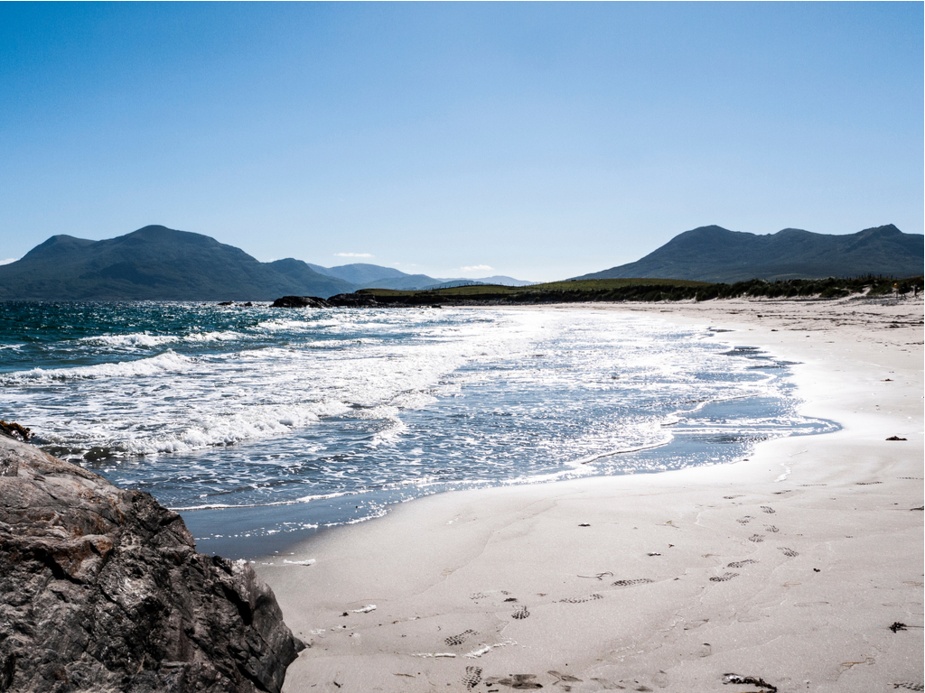 https://travelinspires.org/wp-content/uploads/2019/02/Galway-beautiful-villages-Renvyle-beach.jpg