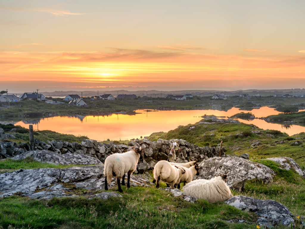https://travelinspires.org/wp-content/uploads/2019/02/Galway-most-beautiful-places-Clifden-Roundstone-and-Connemara-in-Ireland.jpg