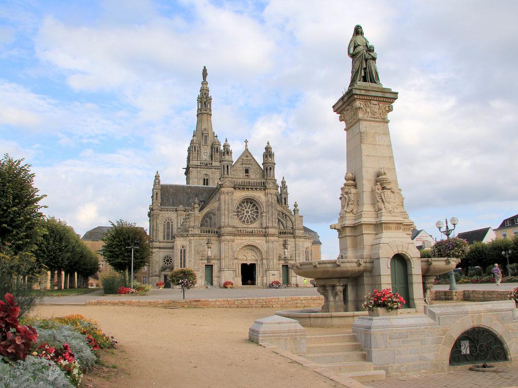 Auray France what to do Basilica of Sainte-Anne d'Auray