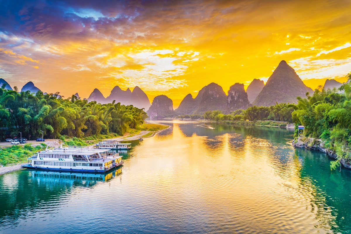 https://travelinspires.org/wp-content/uploads/2019/03/best-place-in-China-for-outdoor-activities-Yangshuo.jpg