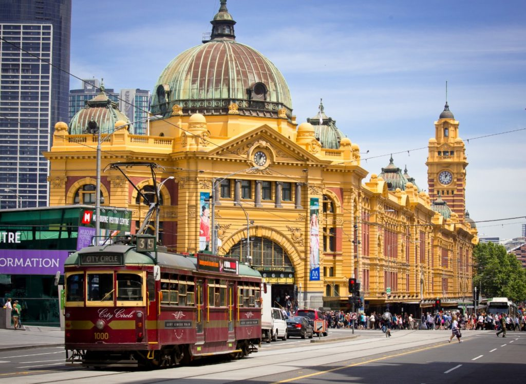 Australia places to go-Iconic Flinders Street Station was completed in 1910