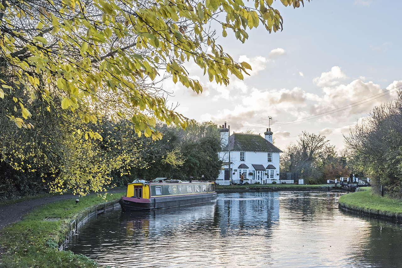beautiful places in the chilterns autumn canal