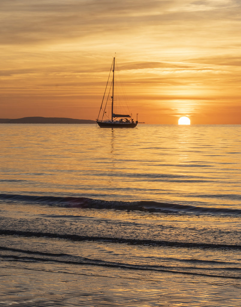 totland-sunset-boat-Isle of Wight beautiful places
