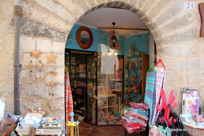 Morella Spain shops