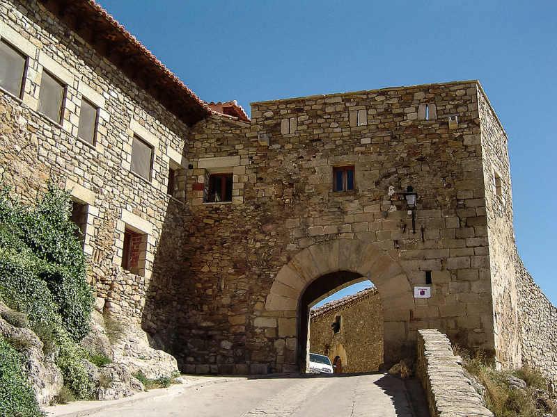 Puertomingalvo Spain pretty towns castle
