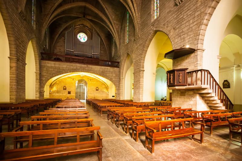 Interior of Sants Maria del Turers at Banyoles. Bild in XIII century. Catalonia, Spain