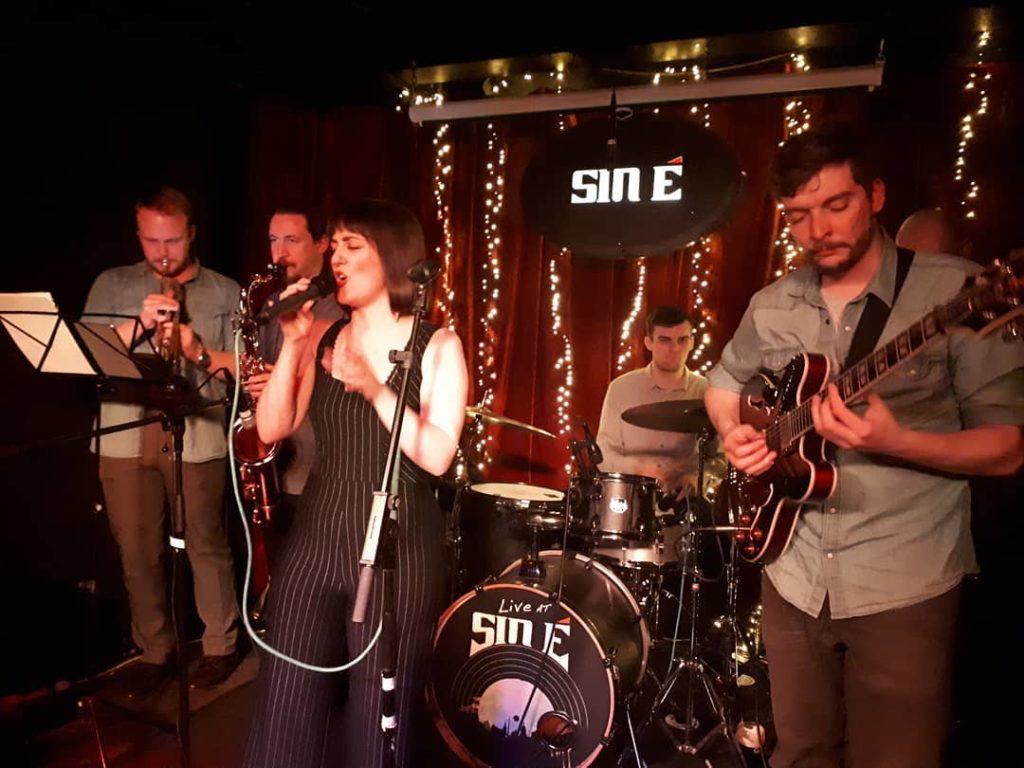 best music pubs in Dublin Ireland Sin é the J-Tees