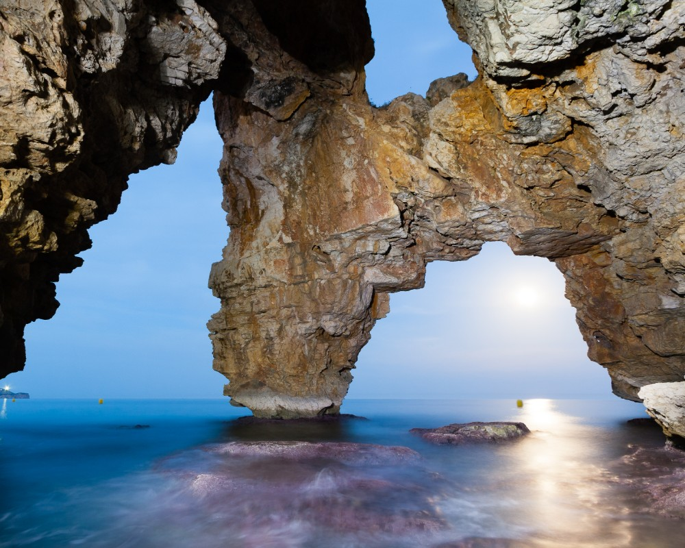 https://travelinspires.org/wp-content/uploads/2019/10/Javea-Spain-Cave-dels-Arcs-Costa-Blanca-2.jpg