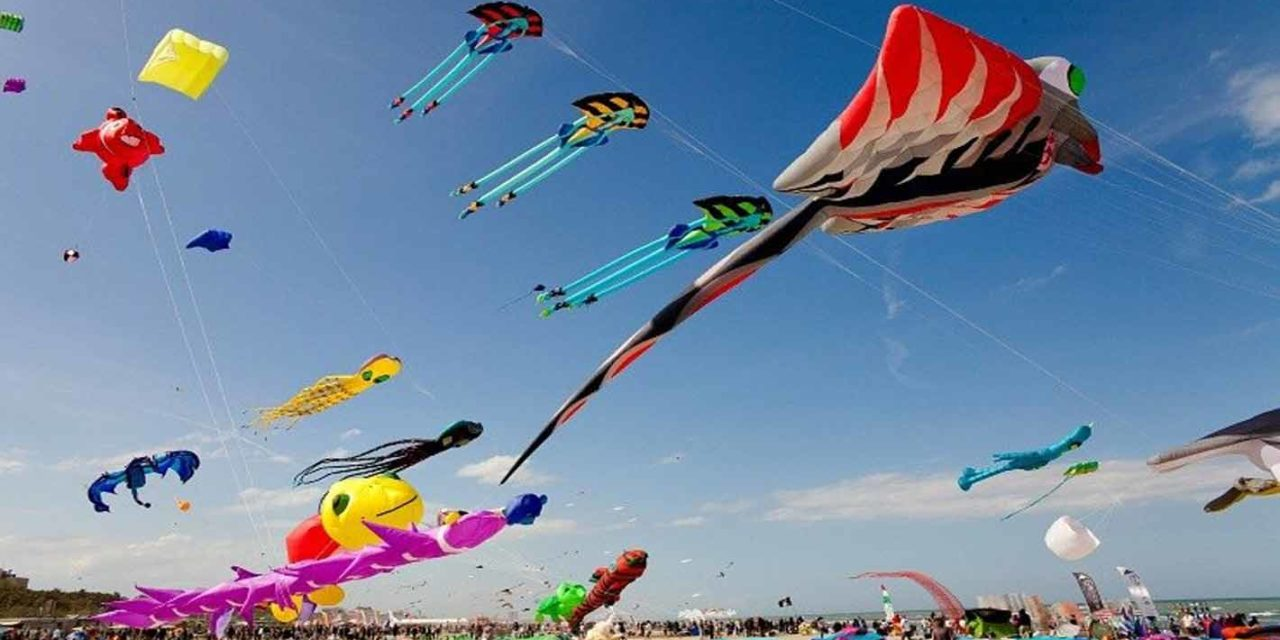 https://travelinspires.org/wp-content/uploads/2019/10/Sanur-Kite-Festival-Bali-1280x640.jpg