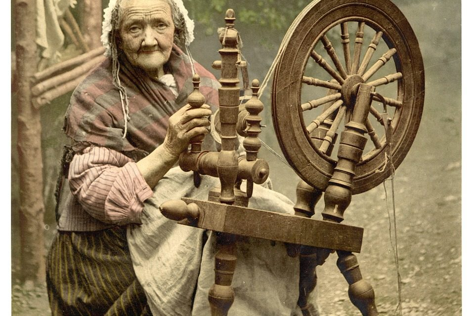 crafts in Galway Irish spinner woman with wheel