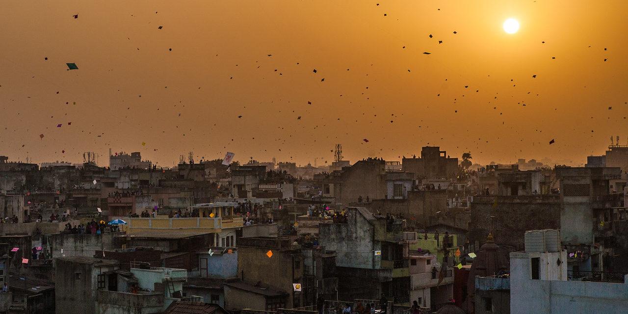 https://travelinspires.org/wp-content/uploads/2019/10/jaipur-makar-sankranti-1280x640.jpg