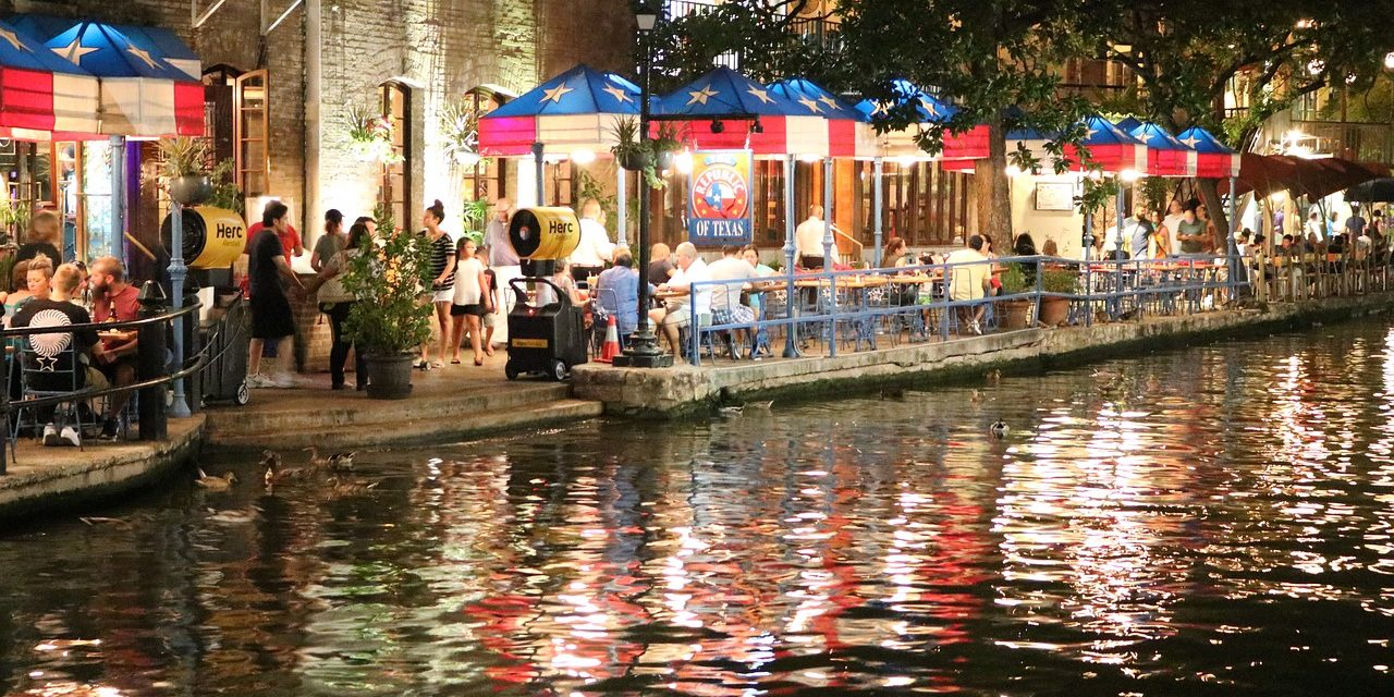 https://travelinspires.org/wp-content/uploads/2019/10/san-antonio-riverwalk-restaurants-1280x640.jpg