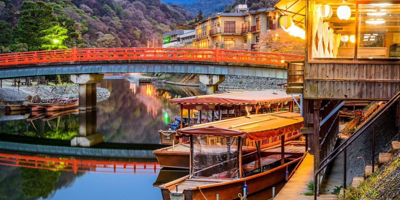 https://travelinspires.org/wp-content/uploads/2019/10/visit-Kyoto-or-Tokyo-1280x640.jpg