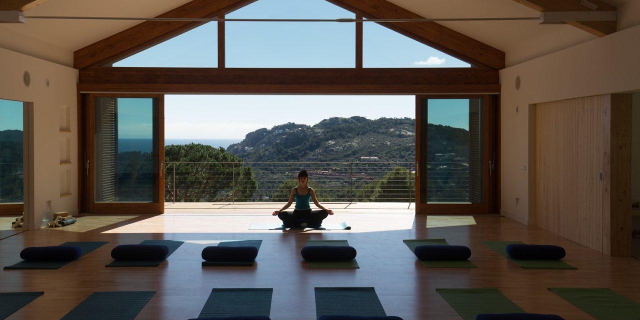 https://travelinspires.org/wp-content/uploads/2019/11/Begur-Earth-Sky-Yoga-Retreat-1280x640.jpg