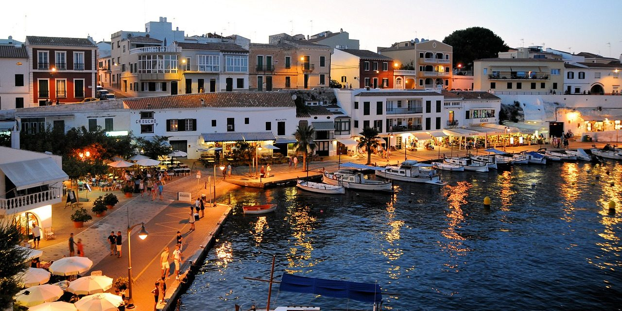 https://travelinspires.org/wp-content/uploads/2019/11/Best-Things-To-Do-In-The-Balearic-Islands-1280x640.jpg