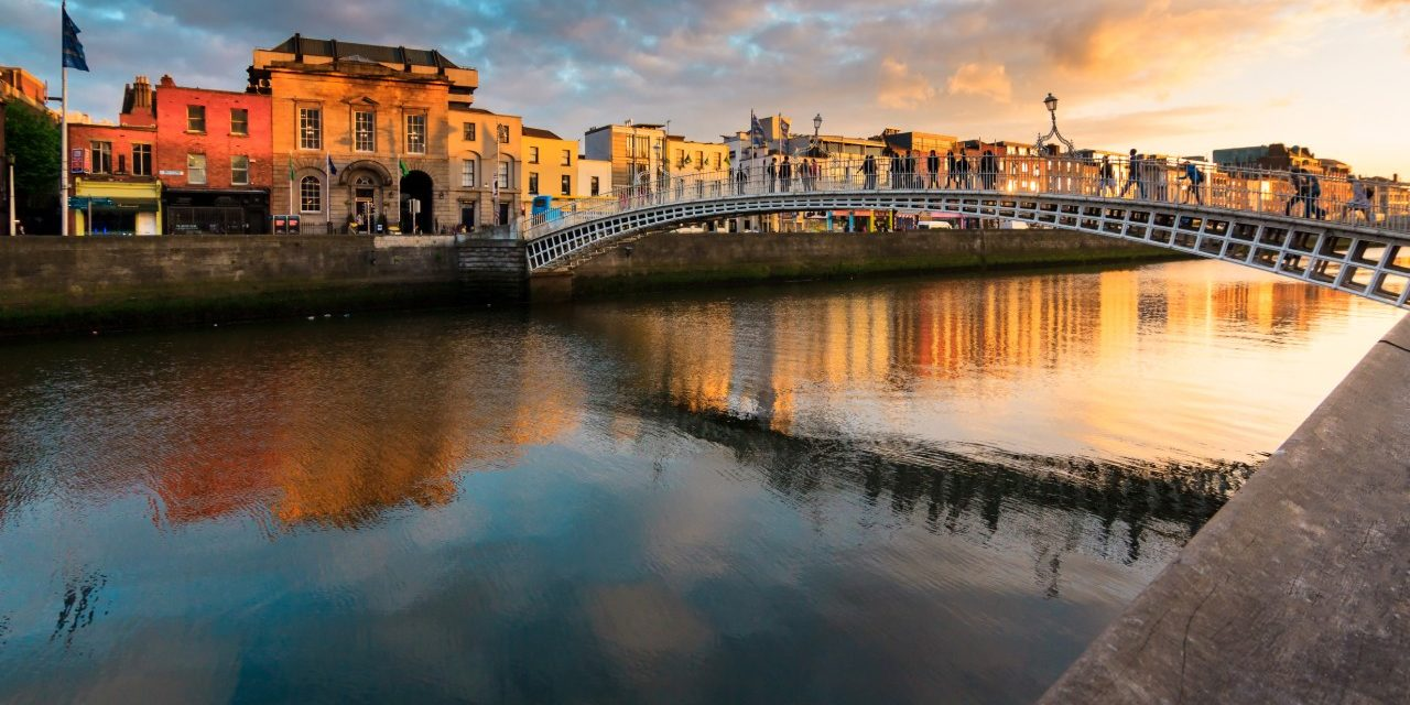 https://travelinspires.org/wp-content/uploads/2019/11/Dublin-food-and-drink-guide-hapenny-bridge-1280x640.jpg