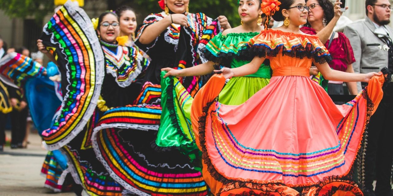 https://travelinspires.org/wp-content/uploads/2019/11/Fiesta-San-Antonio-Texas-2-1280x640.jpg