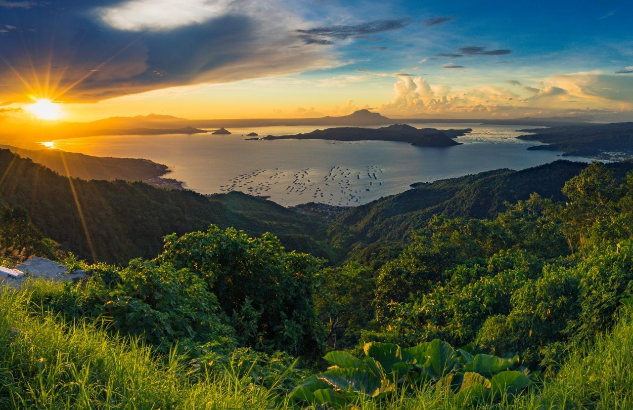 Tagaytay city philippines travel guide