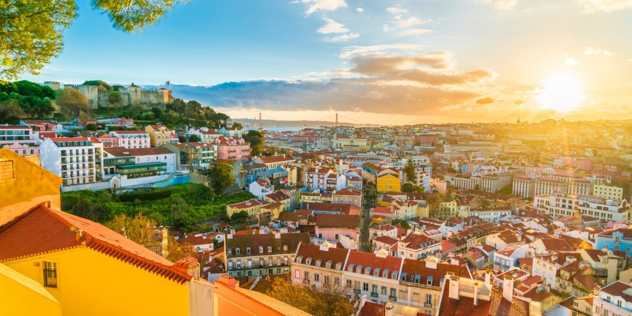 https://travelinspires.org/wp-content/uploads/2020/02/Lisbon-at-sunset-panorama-1280x640.jpg