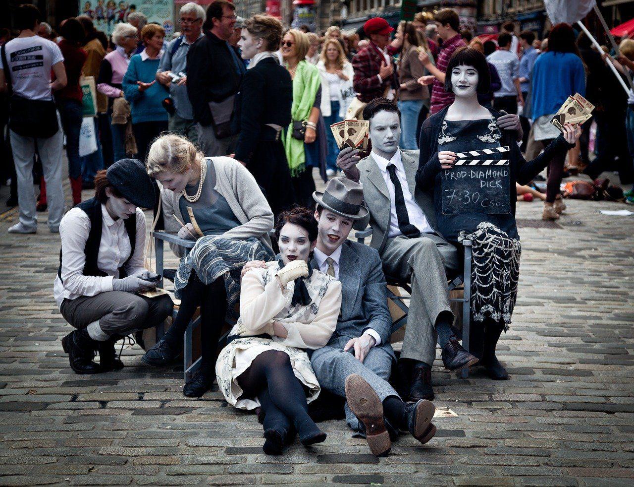 Edinburgh street-performers-Fringe Festival