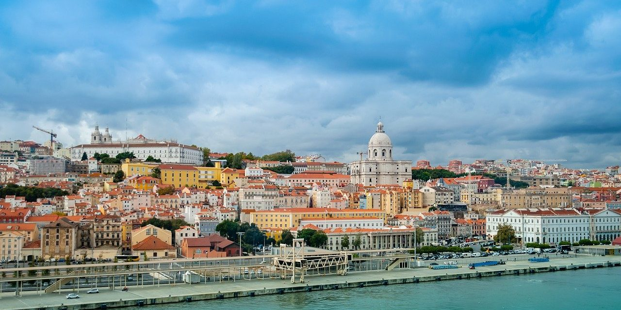 https://travelinspires.org/wp-content/uploads/2020/03/Lisbon-For-Solo-Travellers-1280x640.jpg