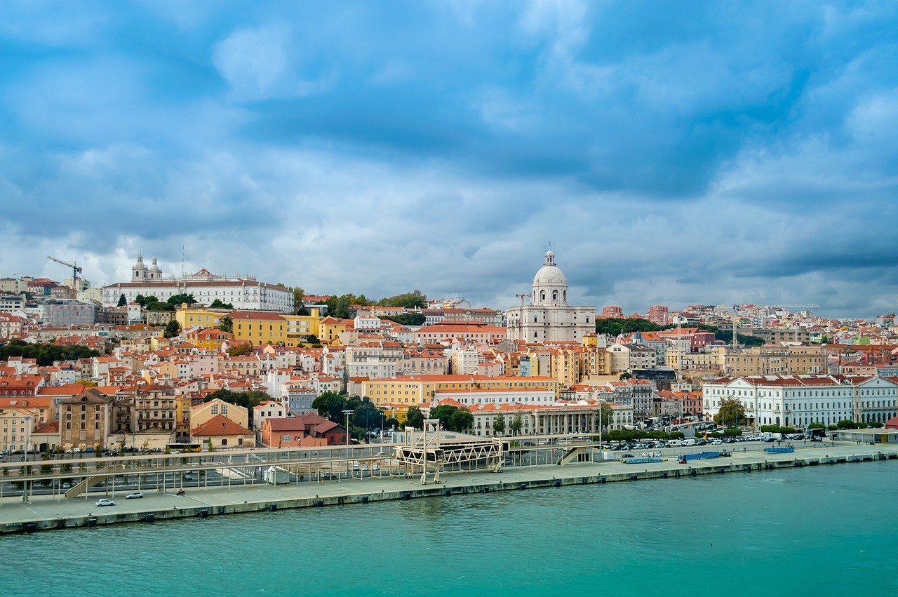 https://travelinspires.org/wp-content/uploads/2020/03/Lisbon-For-Solo-Travellers-1280x851.jpg