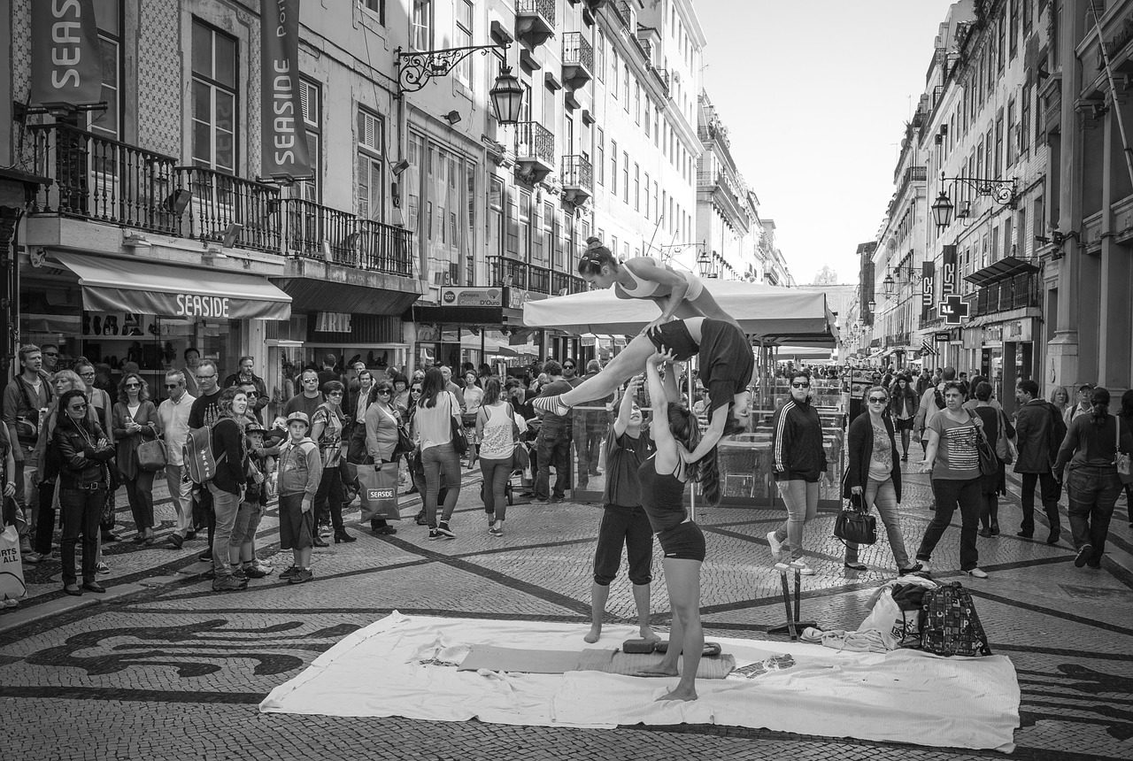 Lisbon for millenials street performance