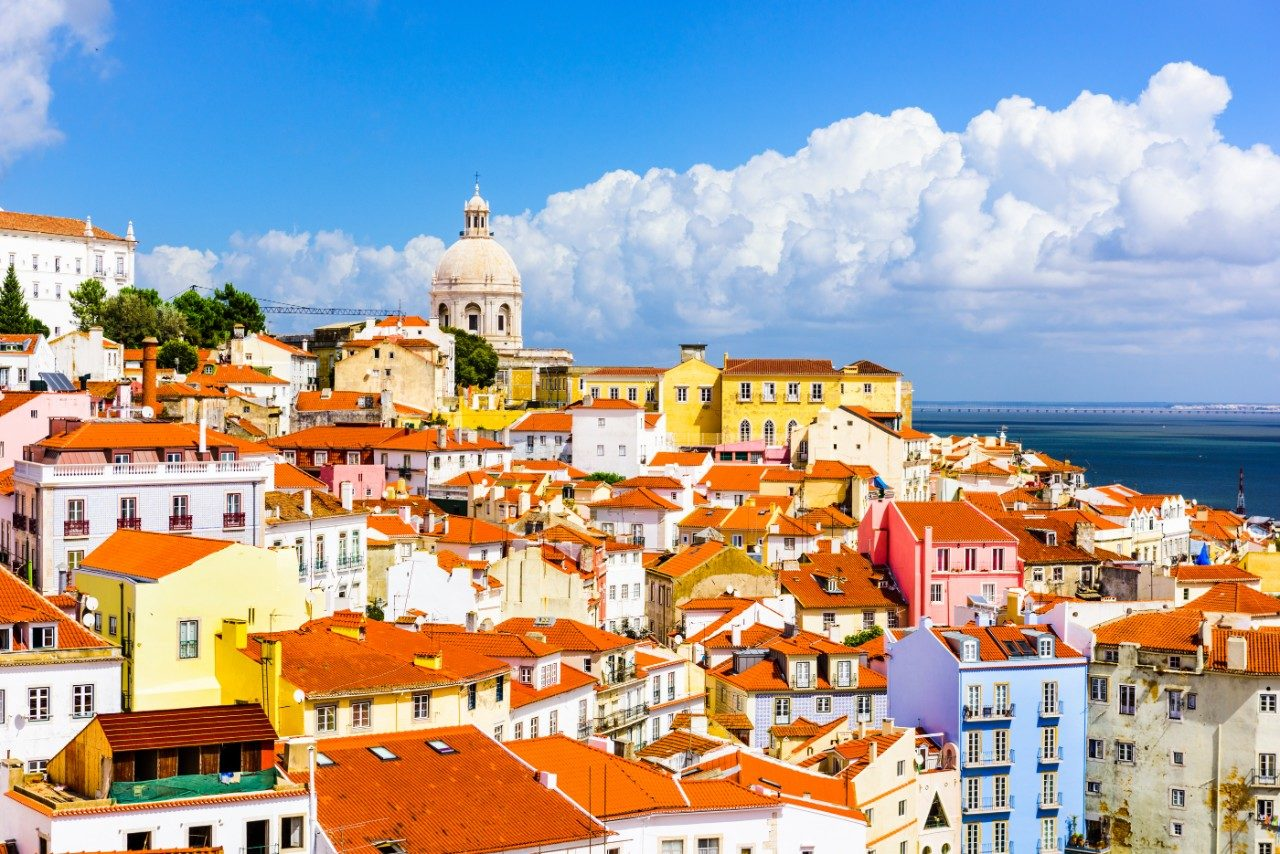 https://travelinspires.org/wp-content/uploads/2020/03/Lisbon-sustainable-destination-Alfama-Lisbon-skyline-1280x854.jpg