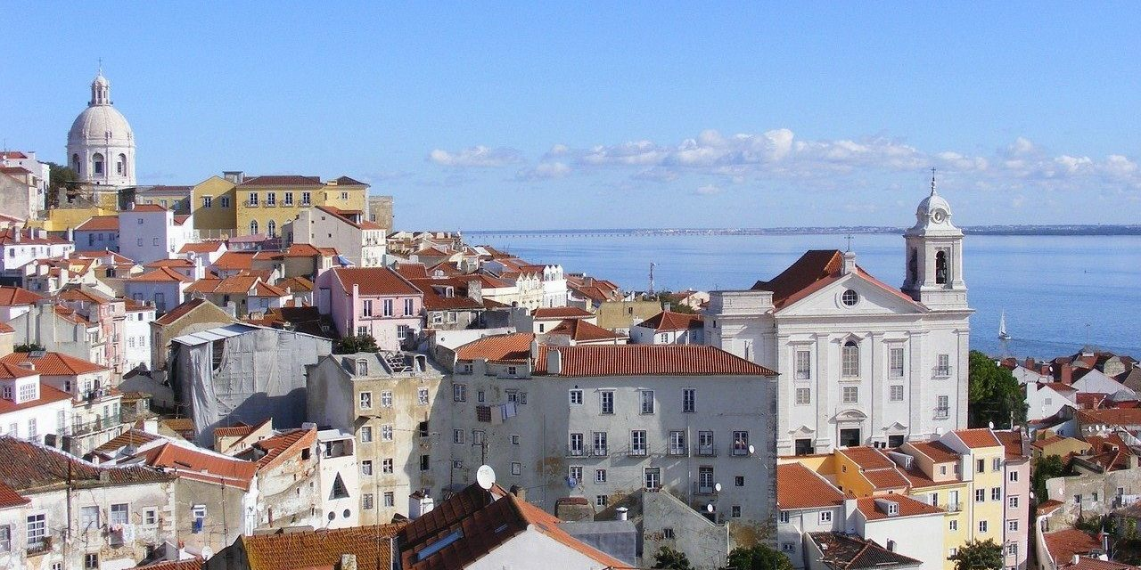 https://travelinspires.org/wp-content/uploads/2020/03/lisbon-for-families-1280x851-1280x640.jpg