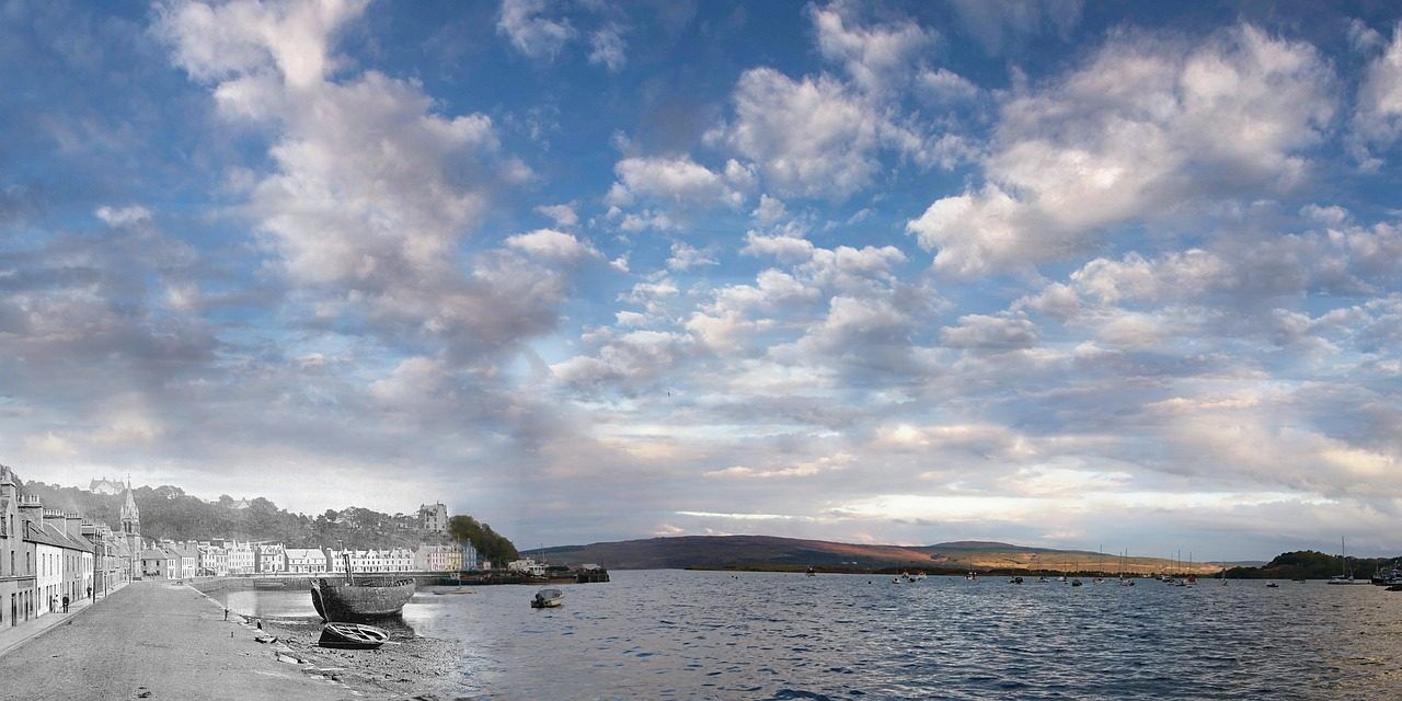 https://travelinspires.org/wp-content/uploads/2020/04/Stunning-Places-In-The-Scottish-Highlands-Tobermory-1280x640.jpg