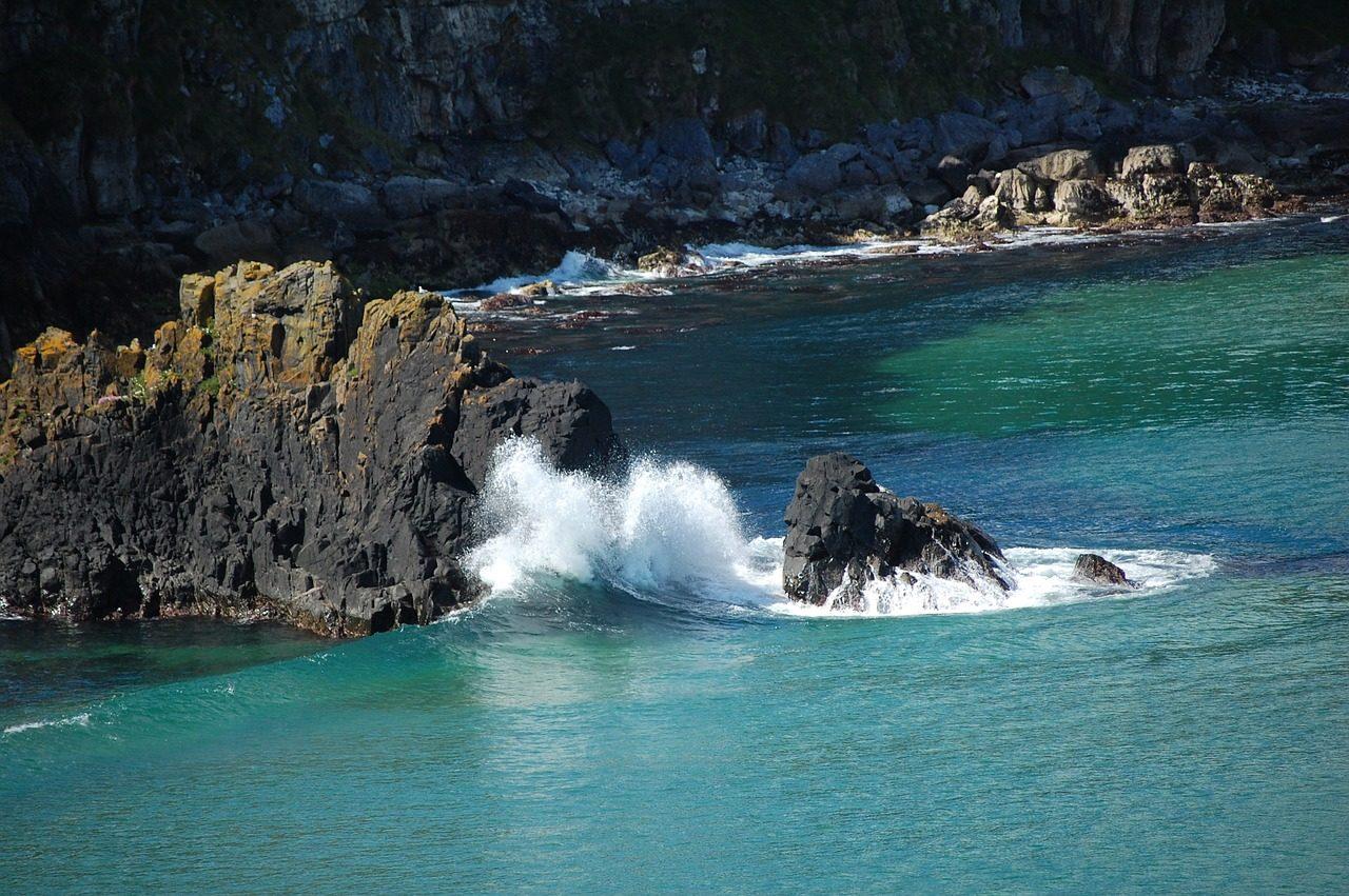 https://travelinspires.org/wp-content/uploads/2020/05/Picturesque-Road-Trip-Routes-in-Ireland-antrim-coast-1280x851.jpg