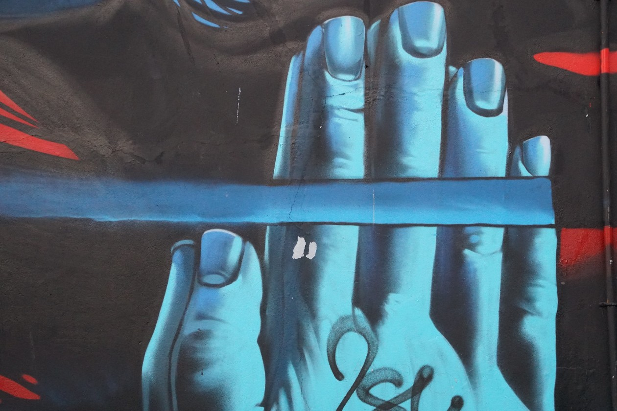 Belfast murals hands by Kevin Smith