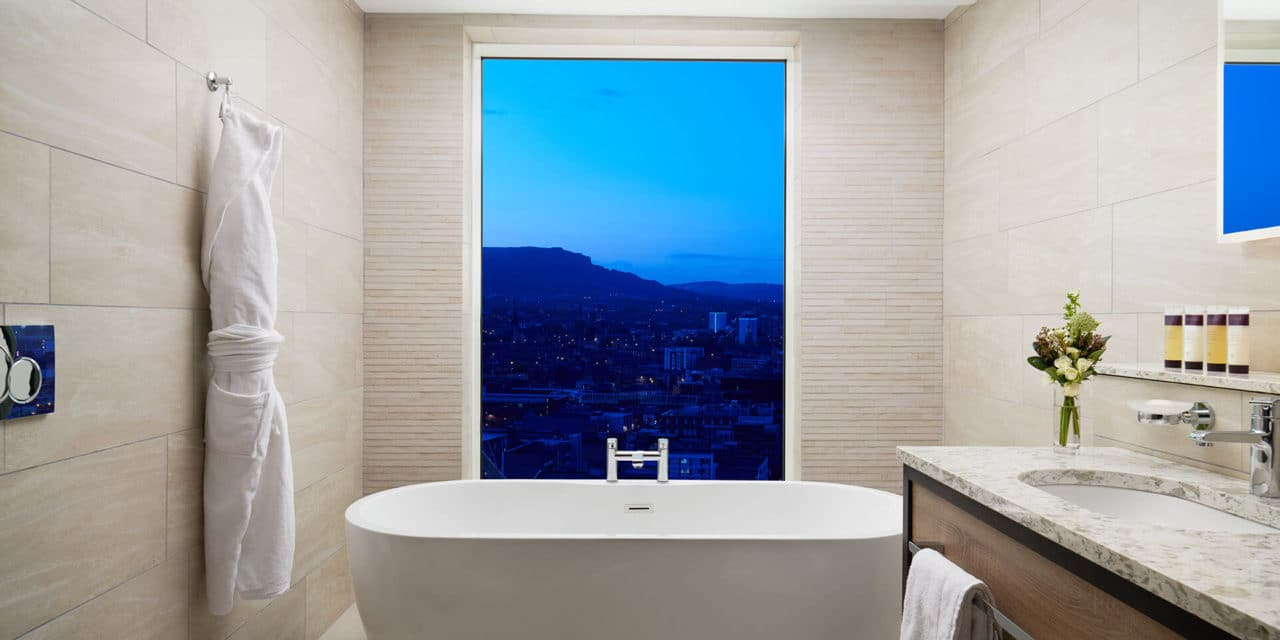 https://travelinspires.org/wp-content/uploads/2020/07/Hastings-Grand-Central-Hotel-Belfast-bathroom-1280x640.jpg